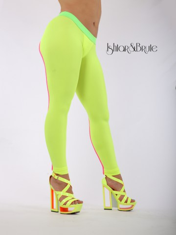 Cheeks leeging in yellow neon spandex 4